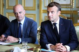 blanquer macron.png